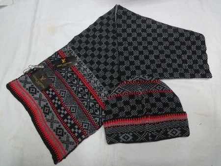 3062082fc8d5 FENDI Echarpe en laine foulard fendi femme